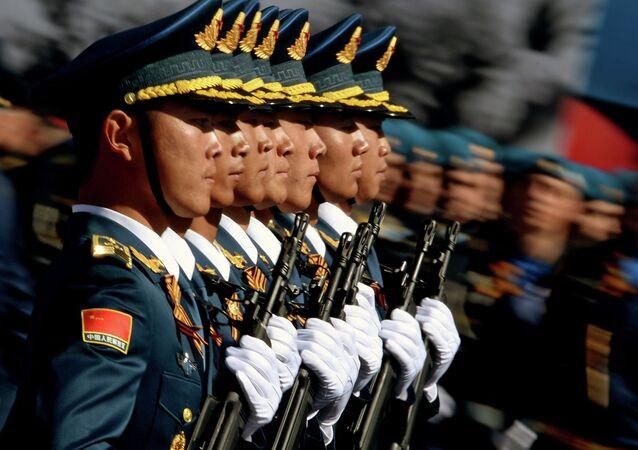 9 Mayıs Zafer Günü askeri geçit törenine katılan Çin Halk Kurtuluş Ordusu'na bağlı askerler