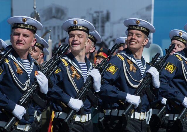 9 Mayıs Zafer Günü askeri geçit törenine katılan askerler