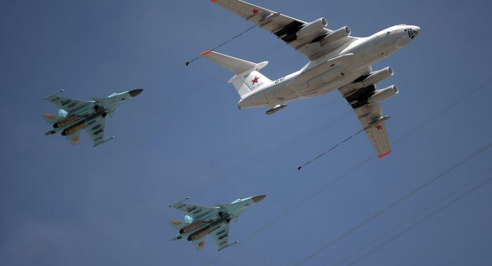 İl-78 tipi yakıt ikmal uçağı ve MiG-31 tipi avcı savaş uçağı