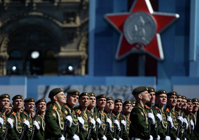 Sovyetler Birliği'nin İkinci Dünya Savaşı'nda Nazi Almanyası'na karşı kazandığı büyük zaferin 70. yıldönümü münasebetiyle düzenlenen askeri geçit töreni