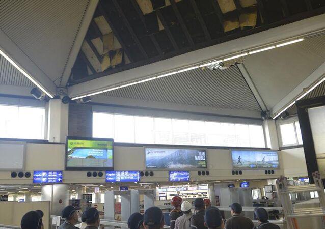 Atatürk Havalimanı'nda asma tavan çöktü
