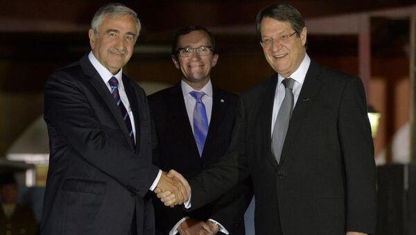 KKTC Cumhurbaşkanı Mustafa Akıncı, Rum lider Nikos Anastasiadis, BM Genel Sekreteri'nin Kıbrıs Özel Danışmanı Espen Barth Eide - Sputnik Türkiye