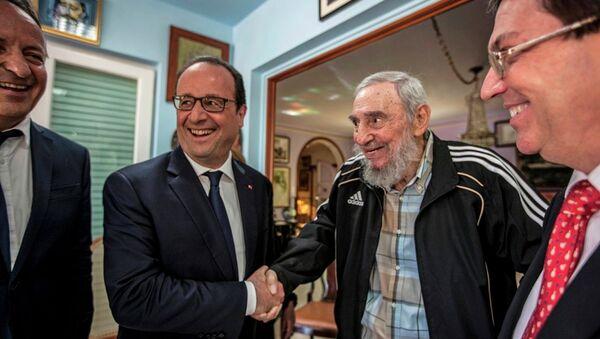 Fransa Cumhurbaşkanı François Hollande- Küba'nın eski lideri Fidel Castro - Sputnik Türkiye