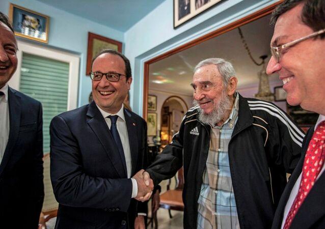 Fransa Cumhurbaşkanı François Hollande- Küba'nın eski lideri Fidel Castro