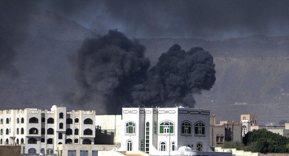 Yemen'de Suudi Arabistan önderliğindeki koalisyon güçlerine ait savaş uçakları, Husi Ensarullah Hareketi'ne yönelik devam eden operasyonlar kapsamında başkent Sana'daki noktaları bombaladı.