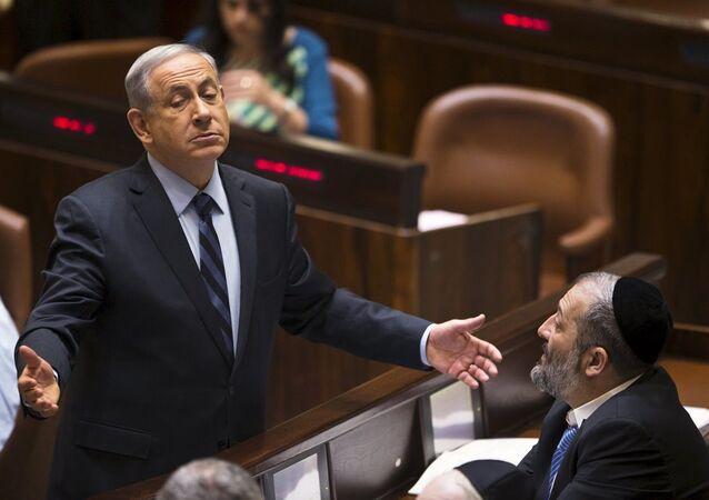 İsrail Başbakanı Benyamin Netanyahu ve Şas Partisi lideri Aryeh Deri