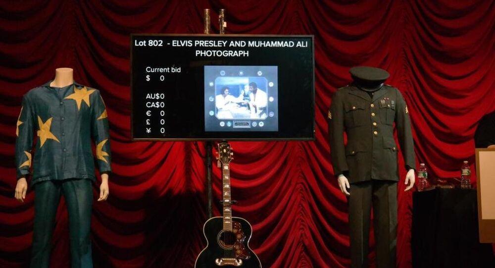 Elvis Presley'in eşyaları açık arttırmada satıldı