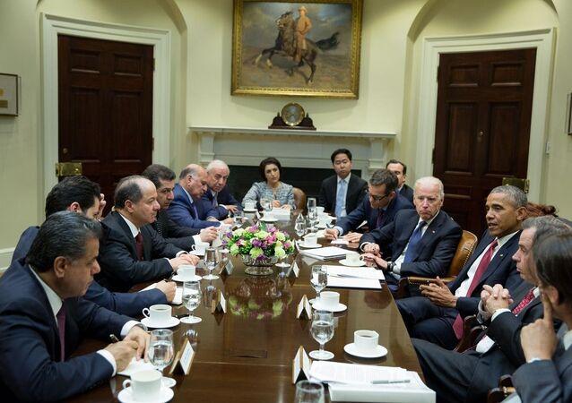 ABD Başkanı Barack Obama, Beyaz Saray'da, Başkan Yardımcısı Joe Biden  ile Irak Kürt Bölgesel Yönetimi (IKBY) Başkanı Mesud Barzani arasındaki görüşmeye katıldı.