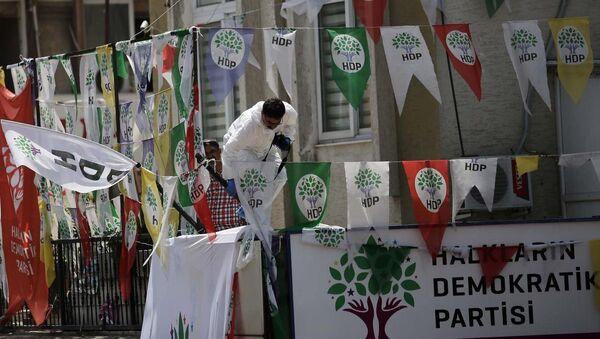 Mersin'deki HDP binasında patlama - Sputnik Türkiye