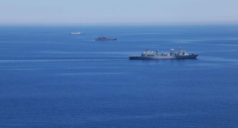 Rusya ve Çin'in Akdeniz'de gerçekleştirdiği 'Deniz İşbirliği 2015' adı verilen ortak tatbikata katılan Rus ve Çin savaş gemileri