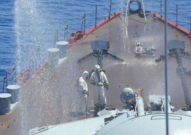Rusya ve Çin'in Akdeniz'de gerçekleştirdiği 'Deniz İşbirliği 2015' adı verilen ortak tatbikat sırasında  Moskova isimli muhafız füze kruvazöründe yapılan kimyasal silahlara karşı savunma tatbikatı