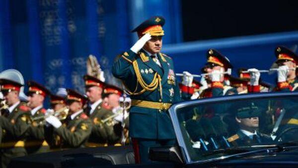 Rusya Savunma Bakanı Sergey Şoygu Sovyet Ordusu'nun İkinci Dünya Savaşı'nda Nazi Almanyası'na karşşı kazandığı zaferin 70. yıldönümü münasebetiyle düzenlenen askeri geçit törenine katılıyor - Sputnik Türkiye