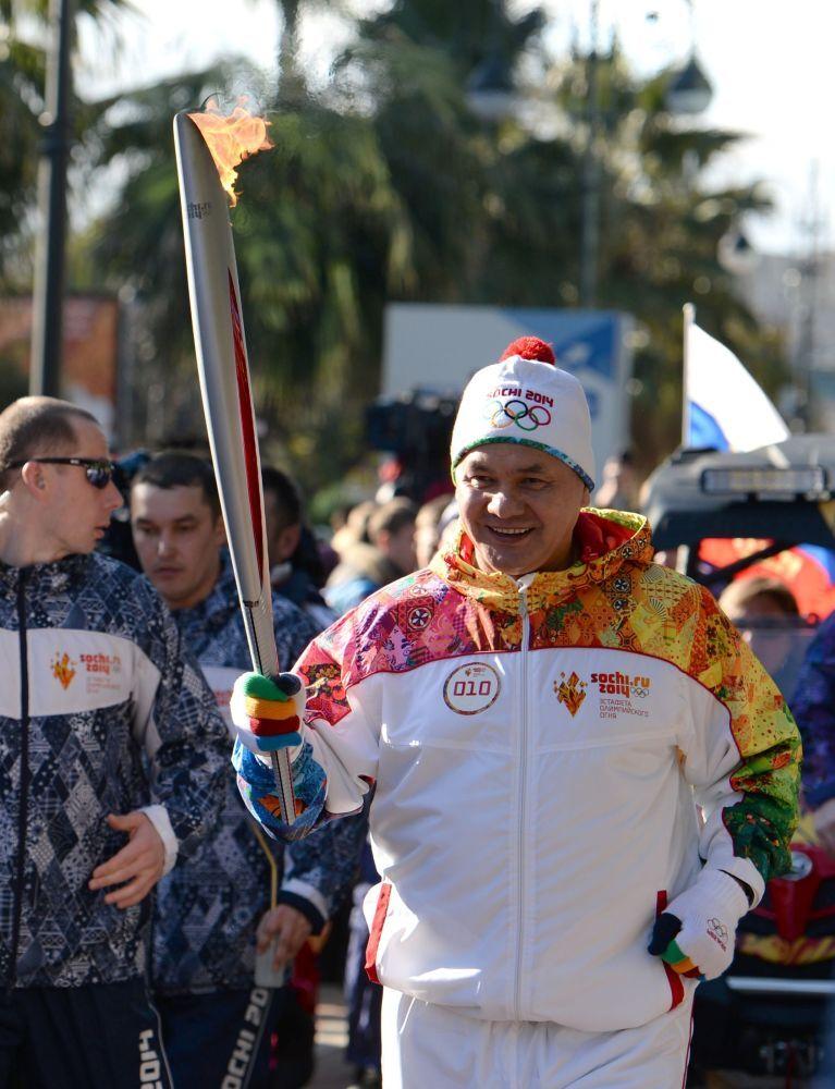 Sergey Şoygu Soçi'deki Olimpiyat Meşale Koşusu'na katılıyor