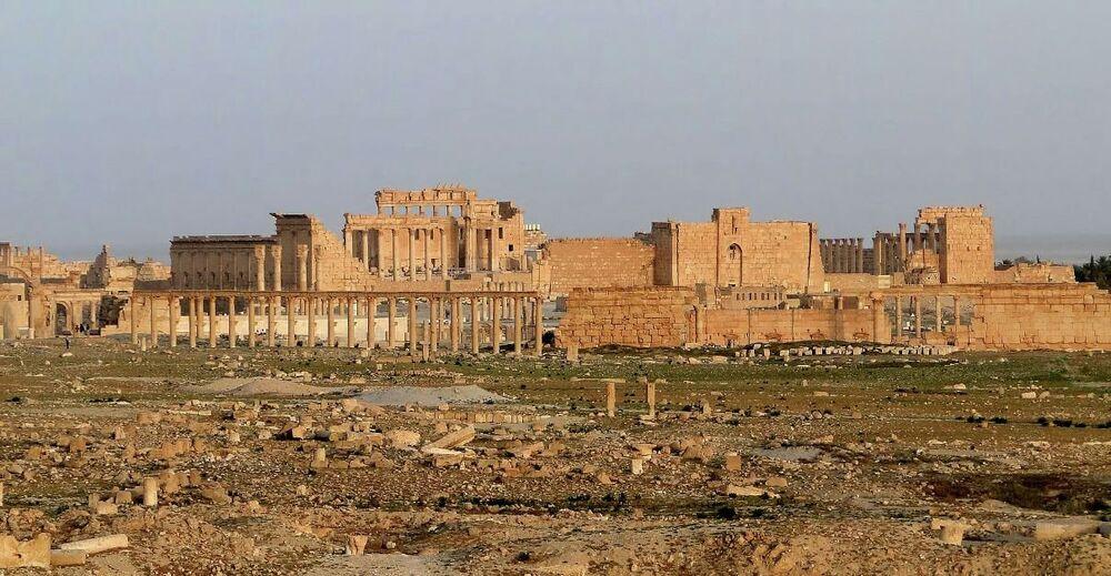 Medeniyetlerin buluşma noktası olan Palmira'nın mimarisinde Roma ve Pers etkisi görülüyor.