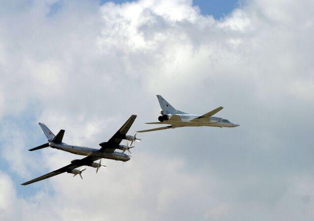 TU 95 ve TU 22 bombardıman uçakları