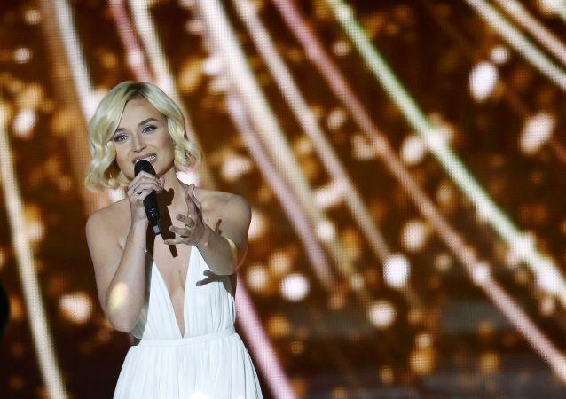 2015 Eurovision Şarkı Yarışması'nın Rus temsilcisi Polina Gagarina yarışmanın finalinde sahne alıyor