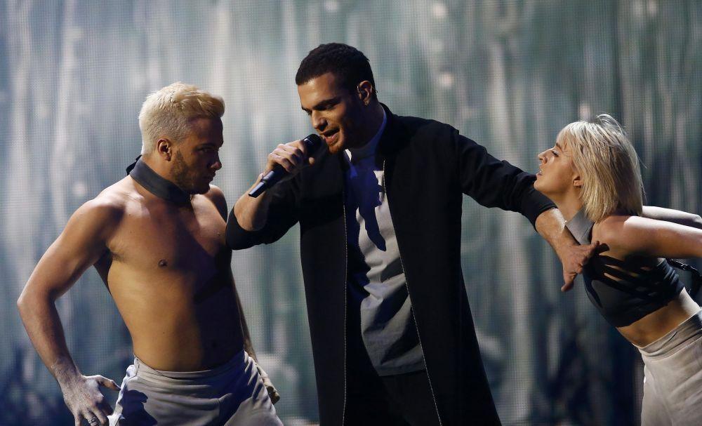 2015 Eurovision Şarkı Yarışması'nın Azerbaycan temsilcisi Elnur Huseynov yarışmanın finalinde sahne alıyor