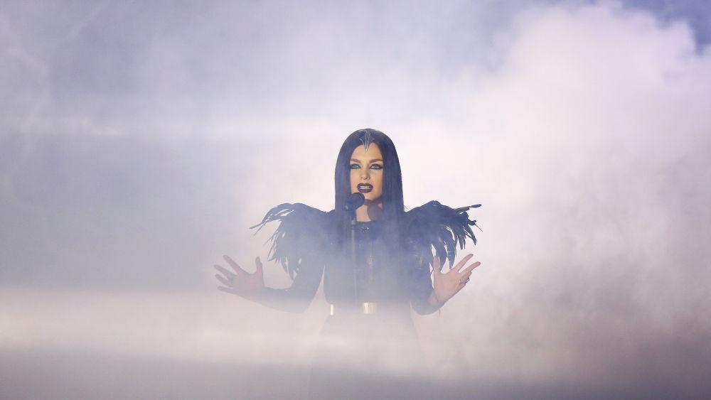 2015 Eurovision Şarkı Yarışması'nda Gürcü temsilcisi  Nina Sublatti sahne alıyor