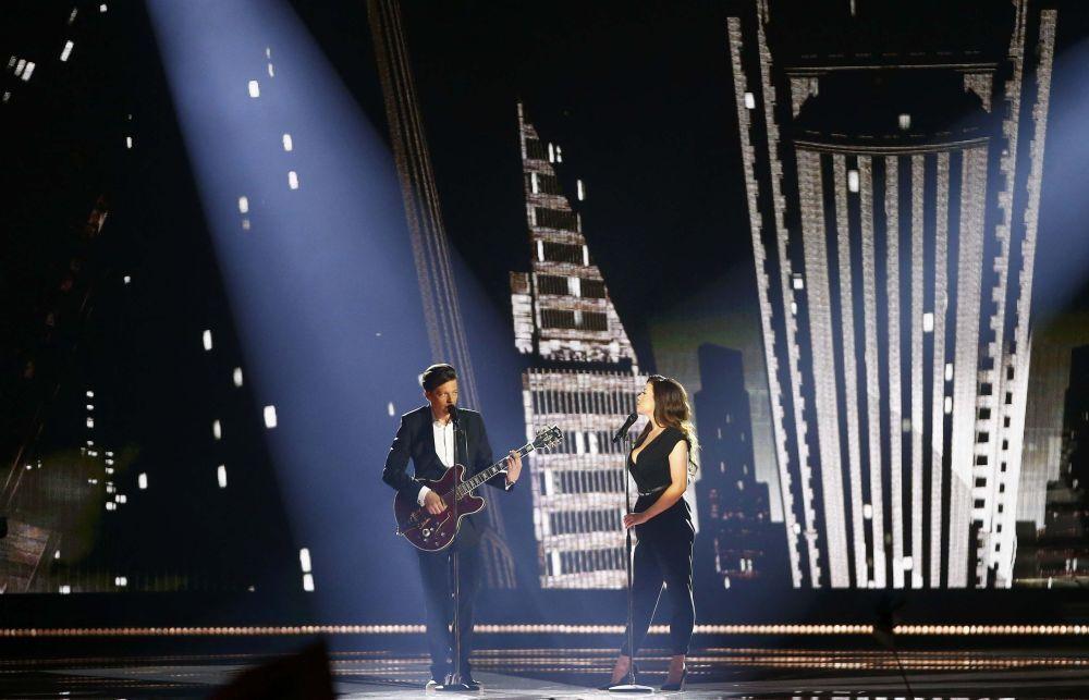 2015 Eurovision Şarkı Yarışması'nda Estonya'yı temsil eden Elina Born ve Stig Rasta sahne alıyor