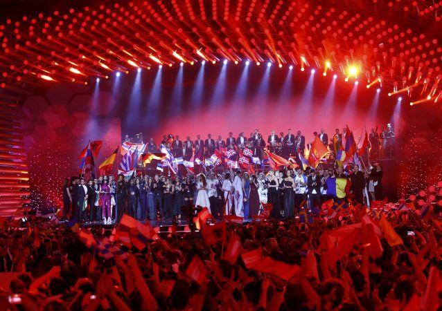 2015 Eurovision Şarkı Yarışması'nın tüm katılımcıları Viyana Stadthalle sahnesinde