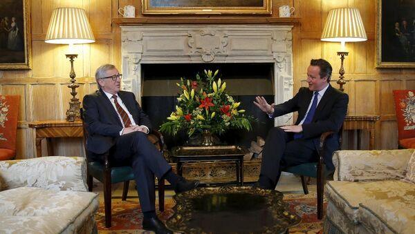 İngiltere Başbakanı David Cameron ve Avrupa Komisyonu Başkanı Jean Claude Juncker - Sputnik Türkiye