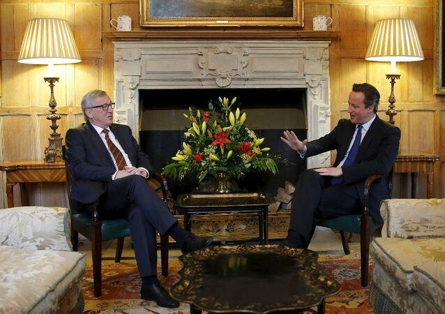 İngiltere Başbakanı David Cameron ve Avrupa Komisyonu Başkanı Jean Claude Juncker