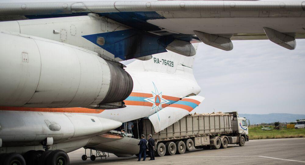 Suriye'ye insani yardım ulaştıran Rus uçağı