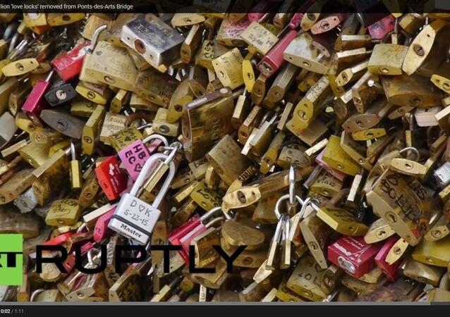 Paris 'aşkın ağırlığı'ndan kurtuluyor