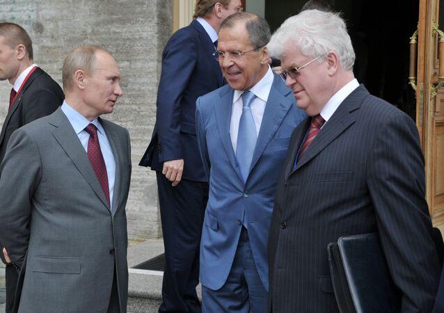 Rusya Devlet Başkanı Vladimir Putin, Rusya Dışişleri Bakanı Sergey Lavrov ve Rusya'nın AB Daimi Temsilcisi Vladimir Çijov