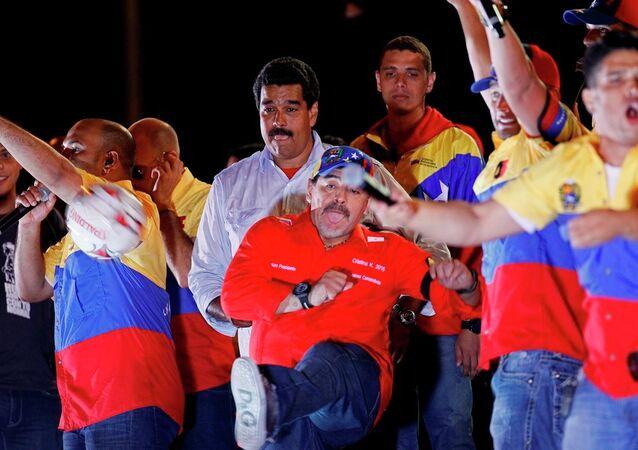 Venezüella Devlet Başkanı Nicolas Maduro ve Arjantinli futbolcu Diego Maradona