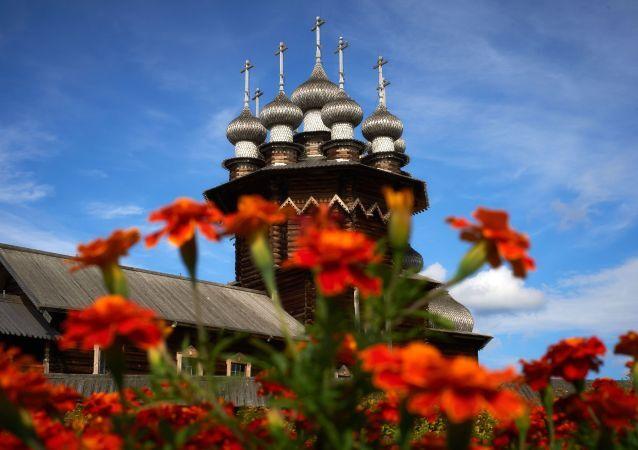 Kiji isimli Tarih ve Arkeoloji Açık Hava Müzesi'nde bulunan Pokrovskaya Kilisesi