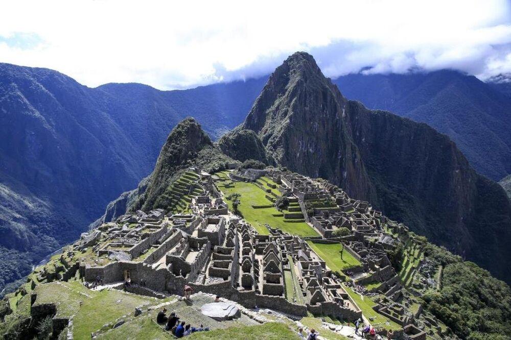 Adeta bulutlara asılı vaziyette, bir dağ zirvesine inşa edilen bin kişilik Machu Picchu Antik Kenti, yüzyıllardır depremlere karşı dimdik ayakta duruyor.