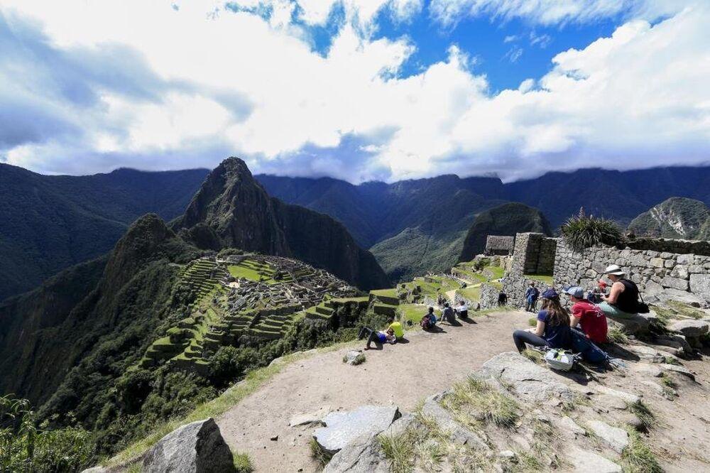 Machu Picchu'ya gelen turistlerin büyük bölümü daha iyi bir bakış açısı yakalayabilmek için saatlerce harabelere yakın dağlara tırmanış yapıyor.