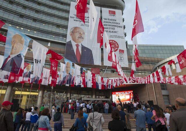 CHP'liler seçim sonuçlarını takip etti