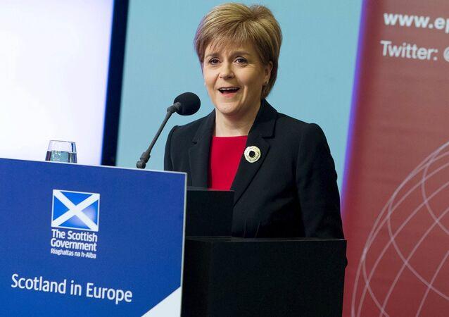 İngiltere'de geçen ay yapılan genel seçimlerde İskoçya'da ezici bir üstünlük sağlayan İskoçya Ulusal Partisi'nin (SNP) lideri Nicola Sturgeon