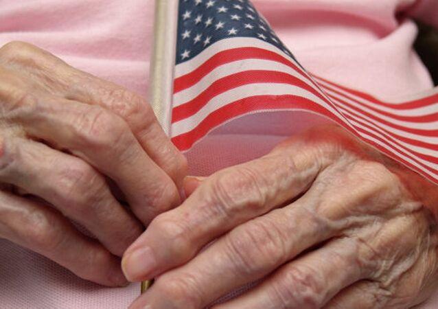 ABD bayrak, yaşlı