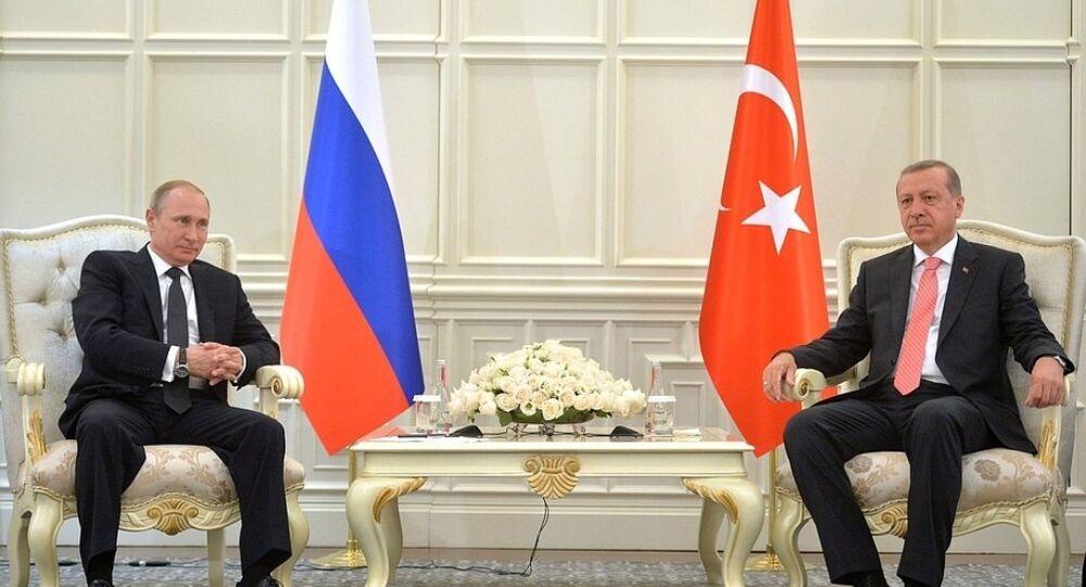 Putin ve Erdoğan'a göre  Avrupa Oyunları'nın açılış töreni  çok görkemli oldu.