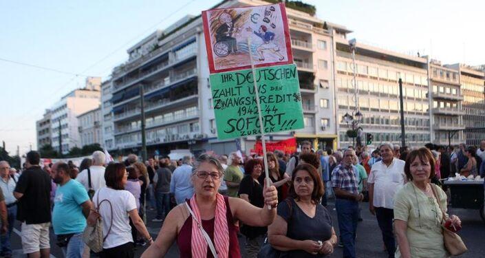 Atina'da, Aleksis Çipras başbakanlığındaki hükümete destek gösterisi düzenlendi.