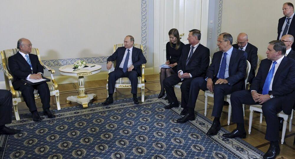 Vladimir Putin  - Yukiya Amano