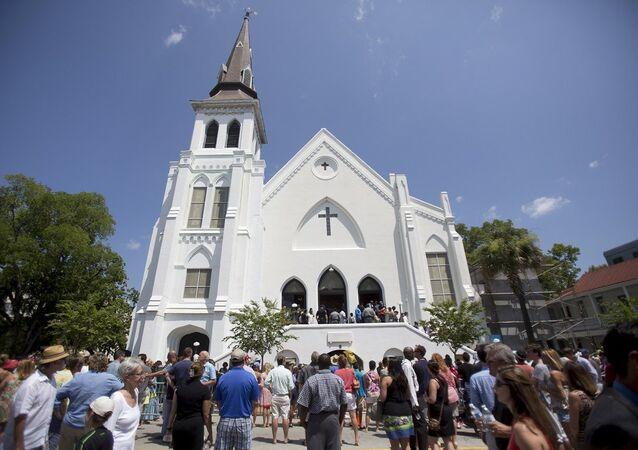 Charleston'da saldırıya uğrayan siyah kilisesinde ilk ayin
