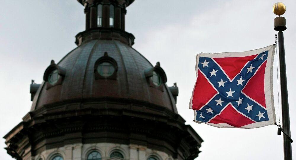ABD'nin Güney Carolina eyaleti kongre binasındaki 'ırk ayrımcılığı ve beyazların egemenliğinin simgesi' olarak görülen konfederasyon bayrağı