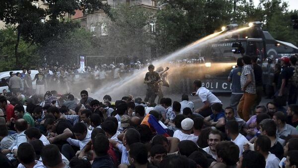 Erivan'da elektrik zammı protestosu - Sputnik Türkiye