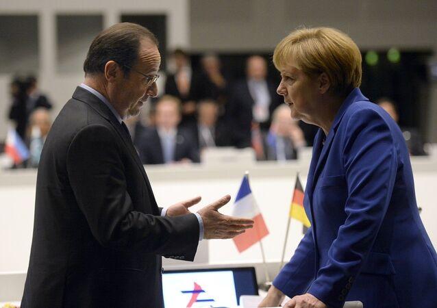François Hollande ve Angela Merkel