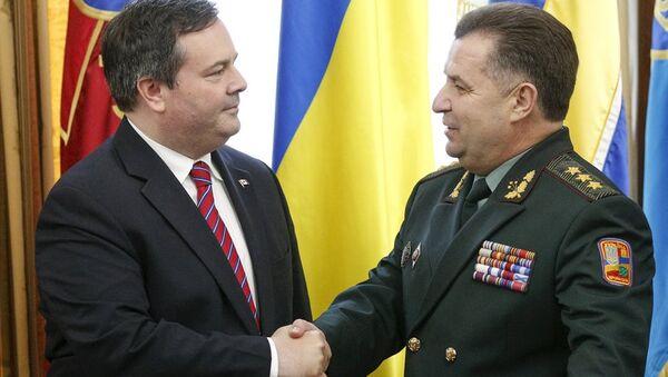 Ukrayna Savunma Bakanı Stepan Poltorak - Kanadalı mevkidaşı Jason Kenney - Sputnik Türkiye