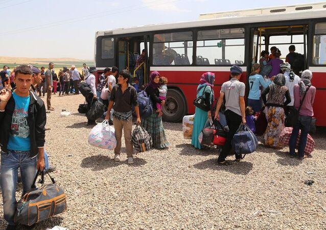 Yurtdışına gitmek için kamptan ayrılan Ezidiler