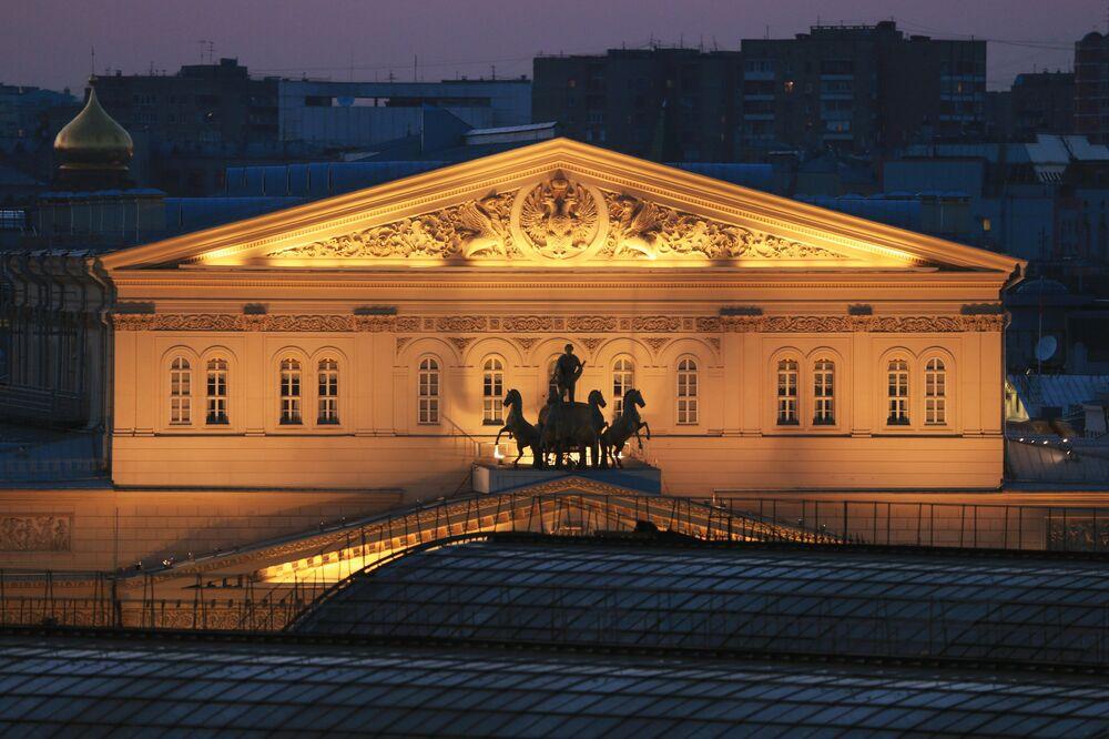 Moskova Bolşoy Tiyatrosu gece manzarası