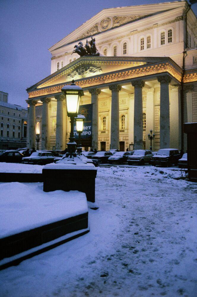 Moskova Bolşoy Tiyatrosu kış manzarası