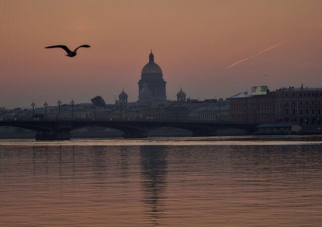 St.Petersburg'da Blagoveşenskiy köprüsü