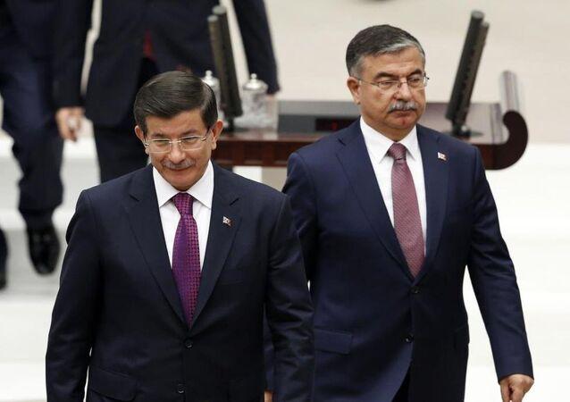 Ahmet Davutoğlu, İsmet Yılmaz