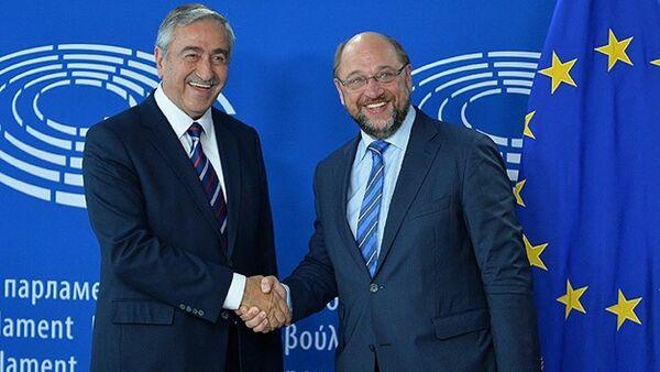 Avrupa Parlamentosu Başkanı Martin Schulz ile KKTC Cumhurbaşkanı Mustafa Akıncı - Sputnik Türkiye